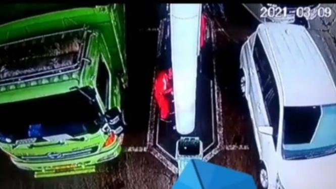Video Mengerikan Petugas SPBU Dihimpit Truk ODOL