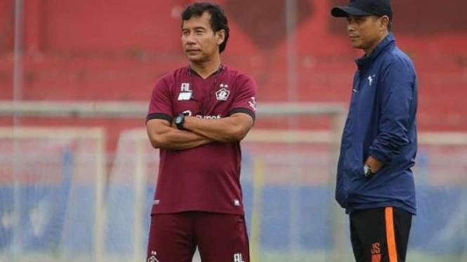Pelatih Persik Kediri, Joko Susilo (kanan).