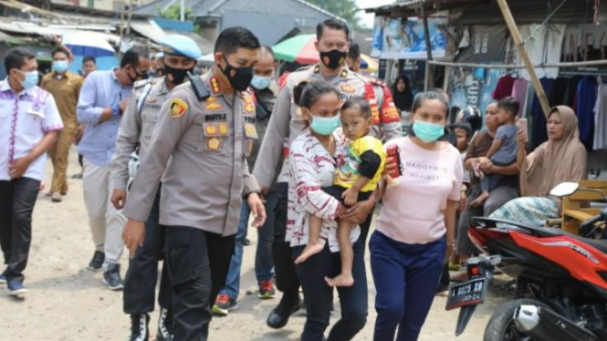 Kapolresta Tangerang Kombes Pol Wahyu Sri Bintoro menerangkan, antara korban dengan tersangka memiliki kedekatan. Sebab, bibi korban merupakan kekasih tersangka. Perisitiwa itu, kata Wahyu