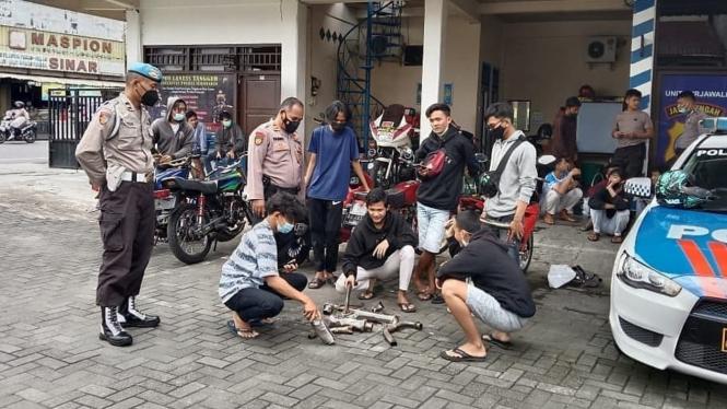 Para pemilik motor dengan knalpot bising di Polsek Kartasura
