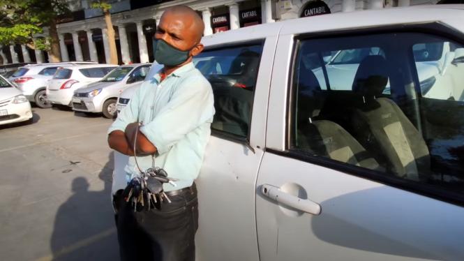 Tukang parkir pegang puluhan kunci mobil