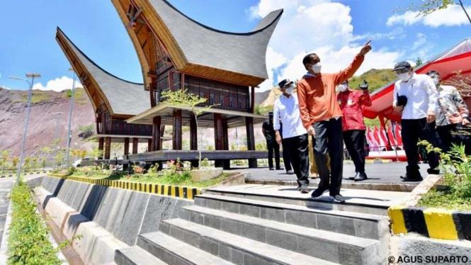 Presiden Jokowi Saat Meresmikan Bandara Toraja, Tana Toraja, Sulawesi Selatan