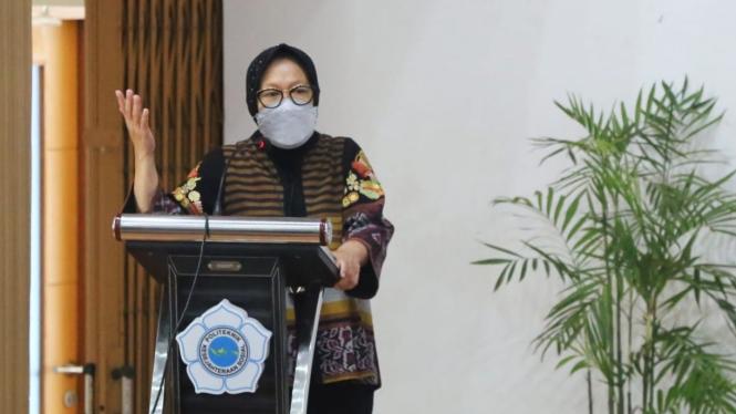 Menteri Sosial Rismaharini dalam kuliah umum di Poltekesos Bandung, (18/03).