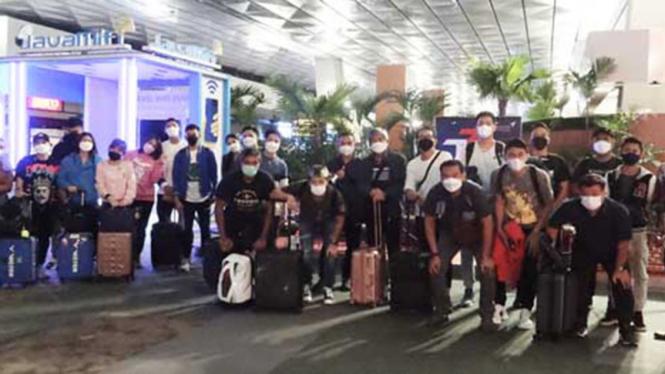 Tim bulutangkis Indonesia saat tiba di Birmingham.