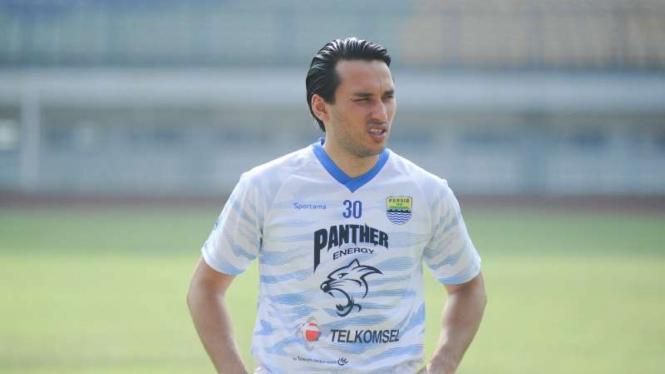 Bomber Persib Bandung, Ezra Walian.