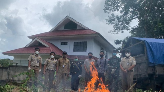 pemusnahan bawang merah asal Malaysia di Sambas