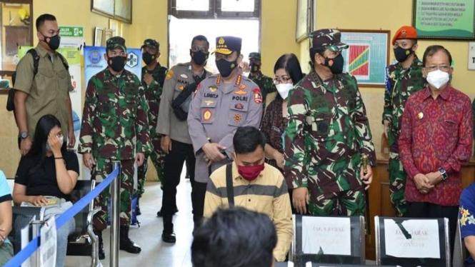 Panglima TNI dan Kapolri memantau vaksinasi di Bali