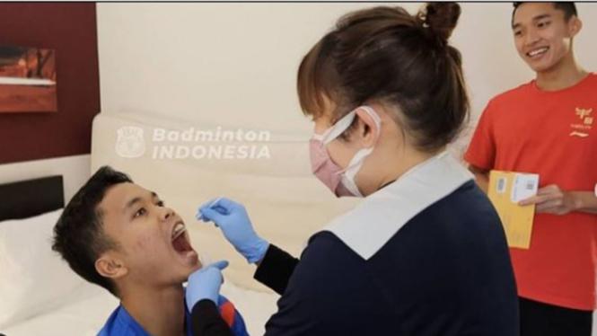 Swab PCR tim bulutangkis Indonesia.