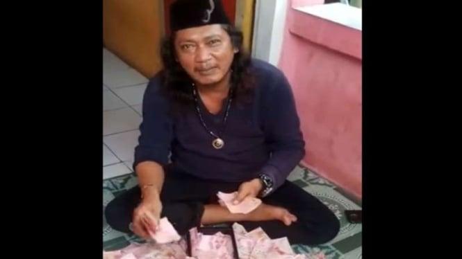 Ustaz Gondrong di Bekasi viral karena menggandakan uang