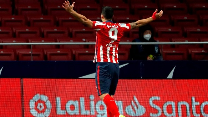 Luis Suarez mencetak gol saat Atletico Madrid melawan Deportivo Alaves