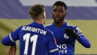 Pemain Leicester City, Kelechi Iheanacho, dan Marc Albrighton.