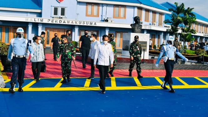 Presiden Jokowi saat mau bertolak ke Jawa Timur