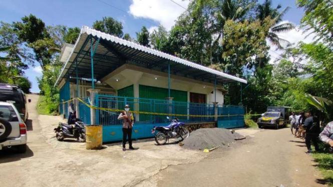 Rumah pelaku pembunuhan ayah kandung di Malang.