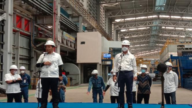 Menteri Perindustrian, Agus Gumiwang Kartasasmita di pabrik baja Krakatau Steel