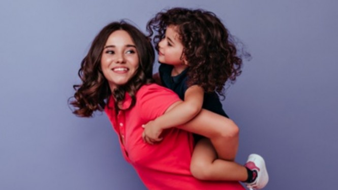 Ilustrasi ibu dan anak/parenting.