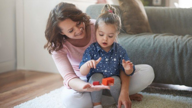 Ilustrasi ibu dan anak/parenting/anak bermain.