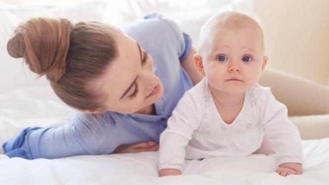Ilustrasi ibu dan anak/parenting/bayi.
