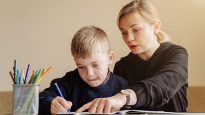 Ilustrasi anak belajar/parenting/ibu dan anak.