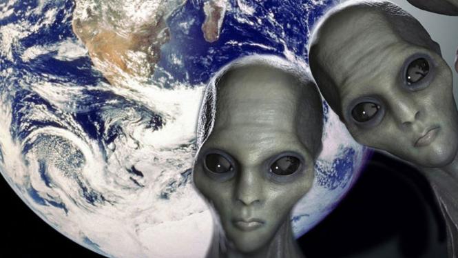 Alien mengintip Bumi.