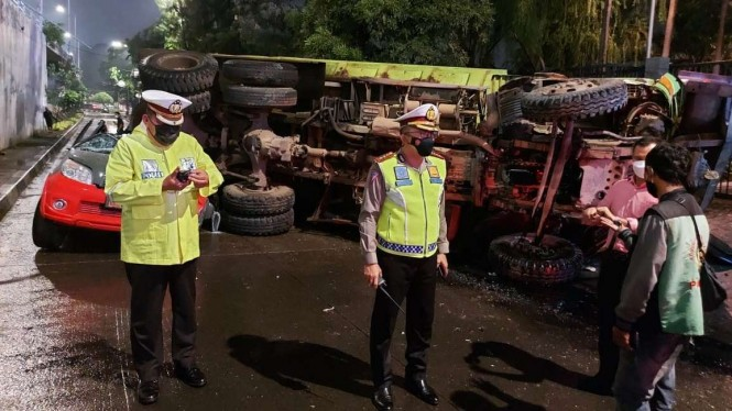 Dirlantas Polda Metro Kombes Sambodo Purnomo Meninjau Kecelakaan di Slipi