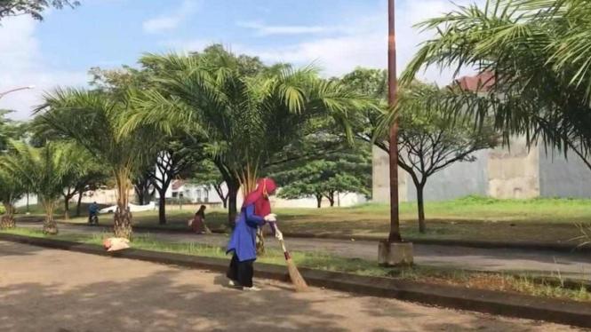 Pekerja lansia yang masih aktif bekerja di perumahan Kecamatan Tapos, Kota Depok ?