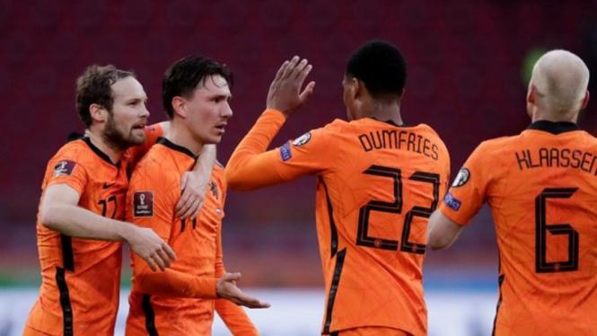 Pemain Timnas Belanda merayakan gol ke gawang Latvia
