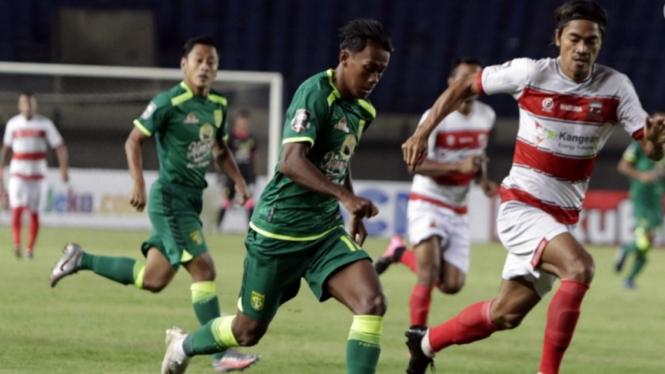 Pertandingan Madura United vs Persebaya Surabaya di Piala Menpora 2021