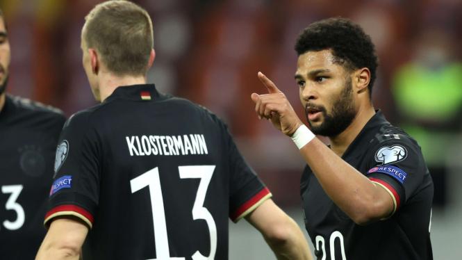 Serge Gnabry (kenan) mencetak gol untuk Jerman