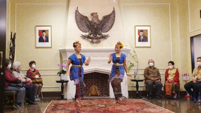 Suasana penampilan para seniman Indonesia dan Jepang di Wisma Duta KBRI Tokyo