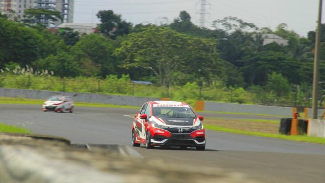 Honda Jazz di ajang balap ITCR 1.600 Max