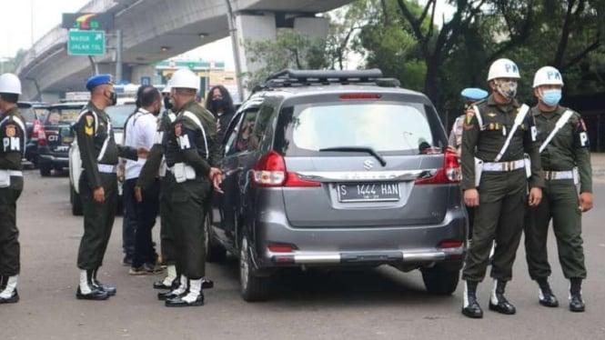 VIVA Militer: Polisi militer Pomdam Jaya di lokasi penembakan.