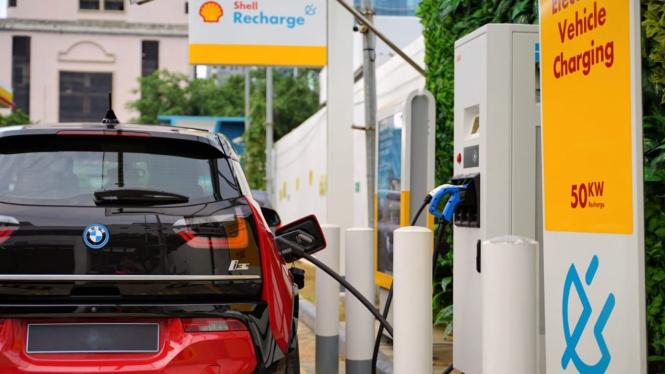 SPBU Shell menyediakan SPKLU untuk mobil listrik
