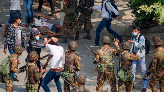 VIVA Militer: Aksi represif tentara Myanmar terhadap demonstran anti-militer