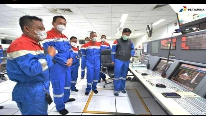 Komut Pertamina, Basuki Tjahaja Purnama atau Ahok mengunjungi kilang Balongan