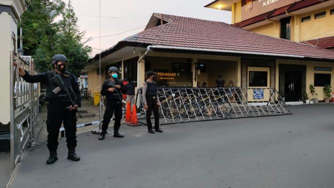 Penjagaan di Polda Kalbar diperketat usai aksi teror