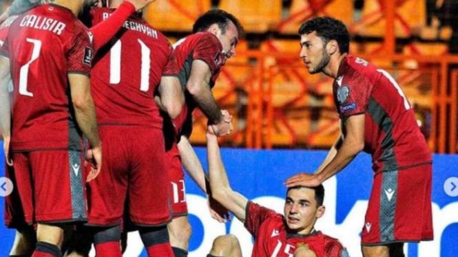 Pemain Timnas Armenia rayakan gol.