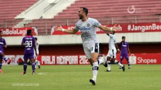 Striker Bali United, Ilija Spasojevic merayakan gol