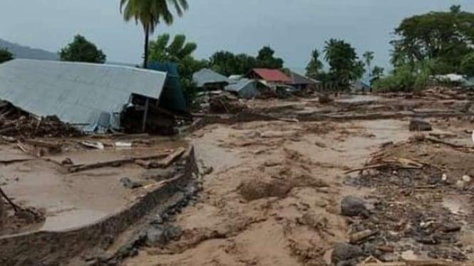Dahsyatnya Banjir Bandang di NTT, Rumah Hanyut-Puluhan Tewas