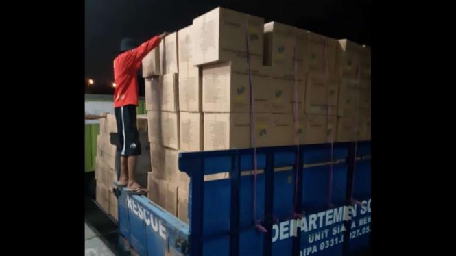 Bantuan logistik Kemensos untuk warga NTT.