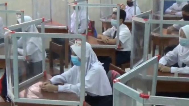 Uji coba Sekolah Tatap Muka SMP Di Semarang.