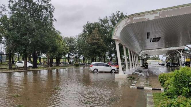 Kondisi Bandara El tari Kupang, NTT terdampak Badai Siklon Tropis.