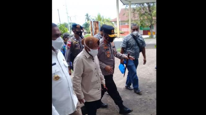 Mensos Risma di Kantor Kecamatan Adonara Timur, Kabupaten Adonara, NTT (06/04).