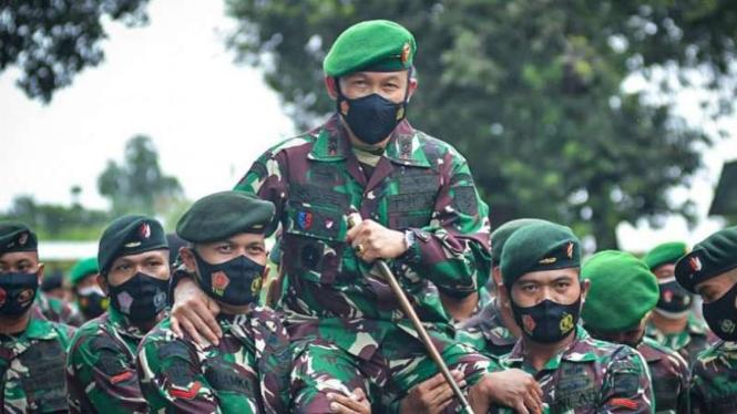 VIVA Militer: Prajurit Kodam XIV_Hasanuddin sambut kedatangan Mayjen TNI Syafei