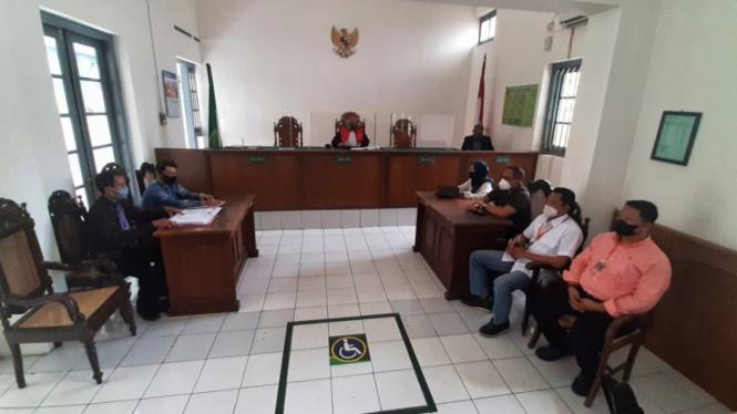 Sidang putusan gugahan LBH Mega Bintang atas penangkapan pengolok Gibran