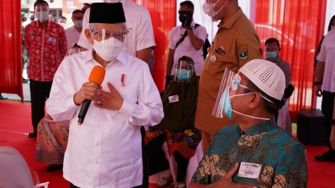 Wakil Presiden KH Ma'ruf Amin Tinjau Vaksinasi di Pariaman, Sumbar.