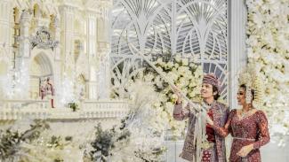 Kue pernikahan Atta Halilintar dan Aurel Hermansyah.