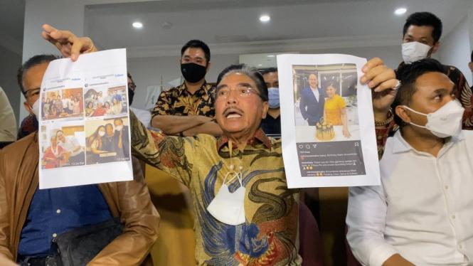 Hotma Sitompul menggelar konferensi pers
