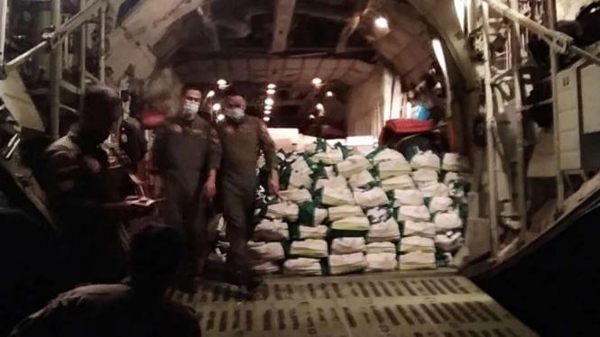 VIVA Militer: Panglima TNI kirim bantuan logistik ke NTT