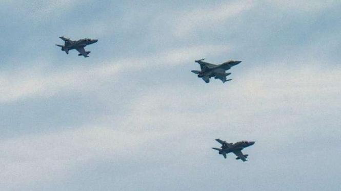 VIVA Militer: Jet Tempur F-16 TNI Angkatan Udara patroli di langit Selat Malaka