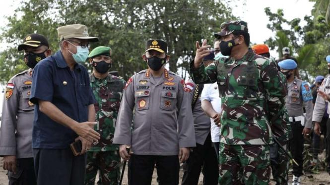 VIVA Militer: Panglima TNI dan Kapolri tinjau lokasi bencana NTT